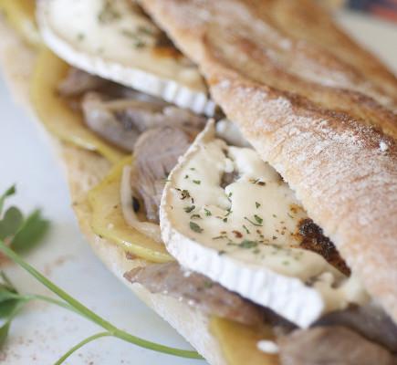 Bocadilllo de Ternasco de Aragón con queso de cabra