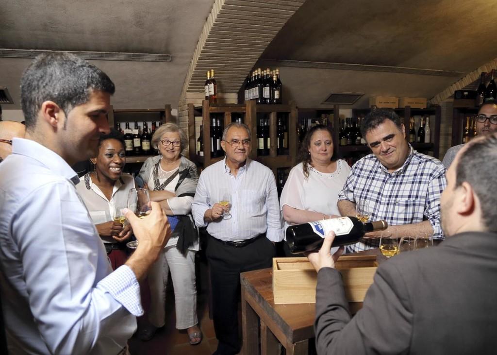 Visita a la bodega del restaurante Aragonia Palafox