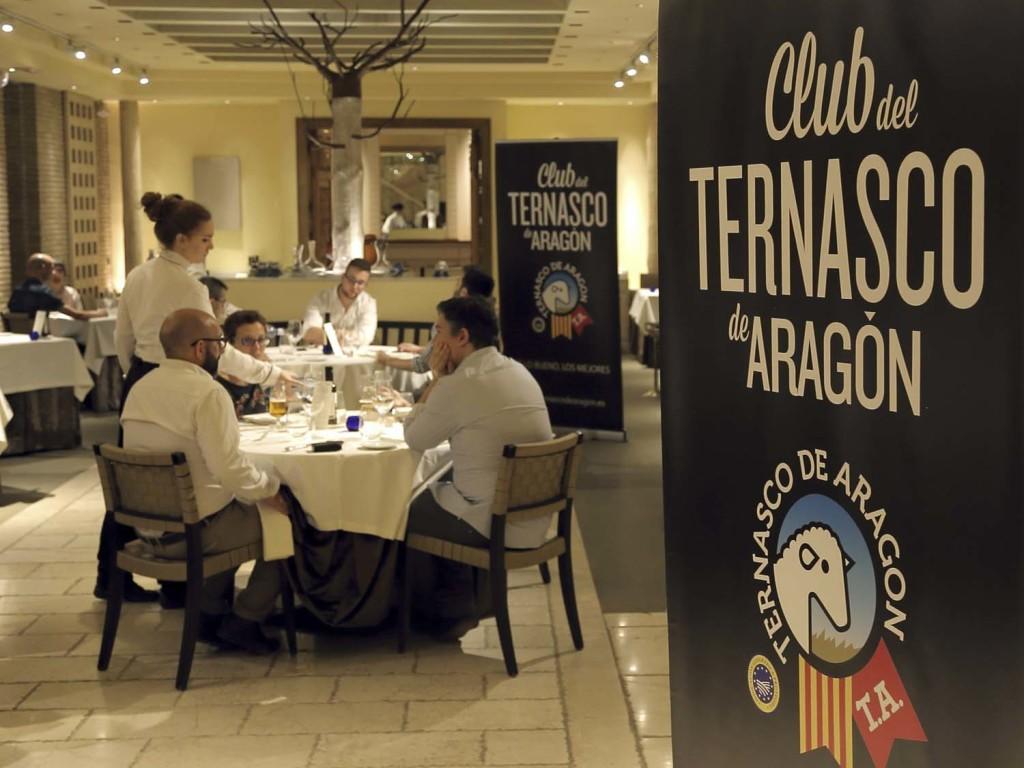 Momento de la cena en el comedor principal del restaurante Aragonia Palafox
