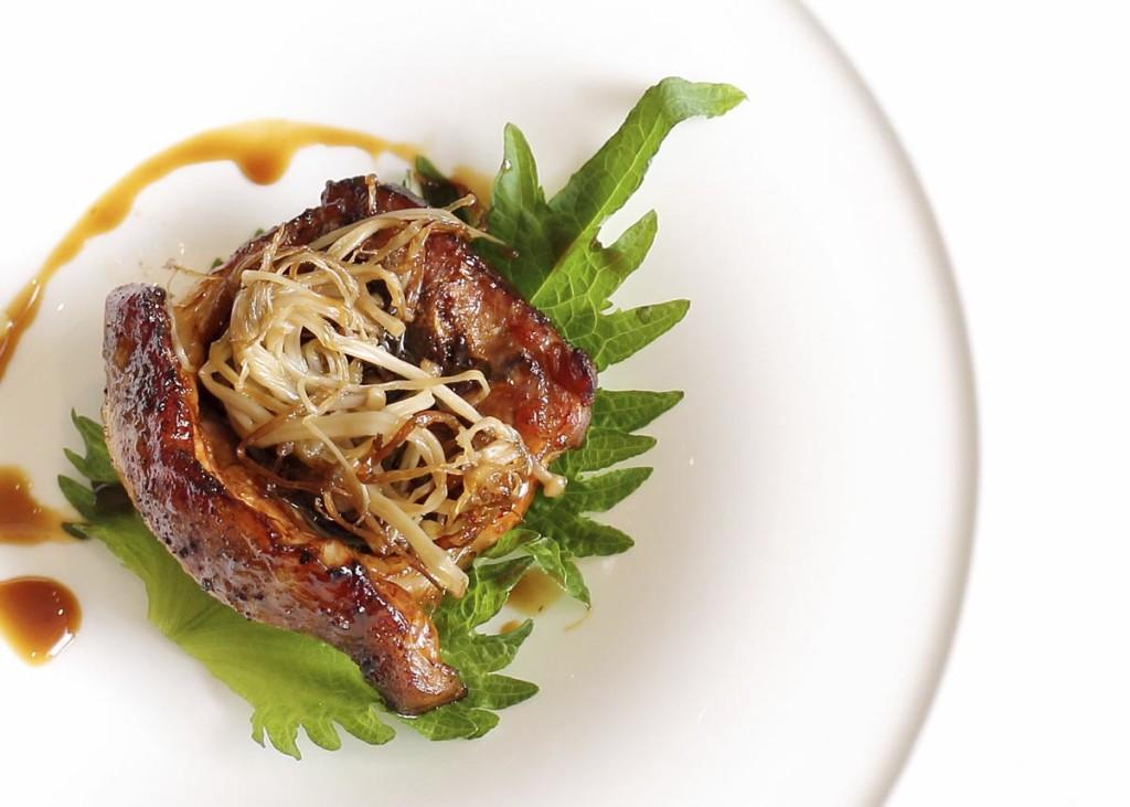Roast lamb de collares de Ternasco de Aragón con ciruela umeboshi