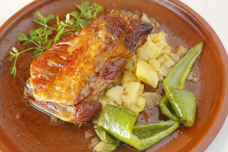 paletilla de ternasco de aragon con patatas lionesas