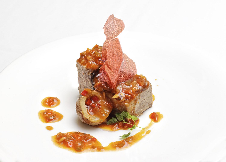 Lingote de Ternasco de Aragón con salsa chilindron de El Chalet