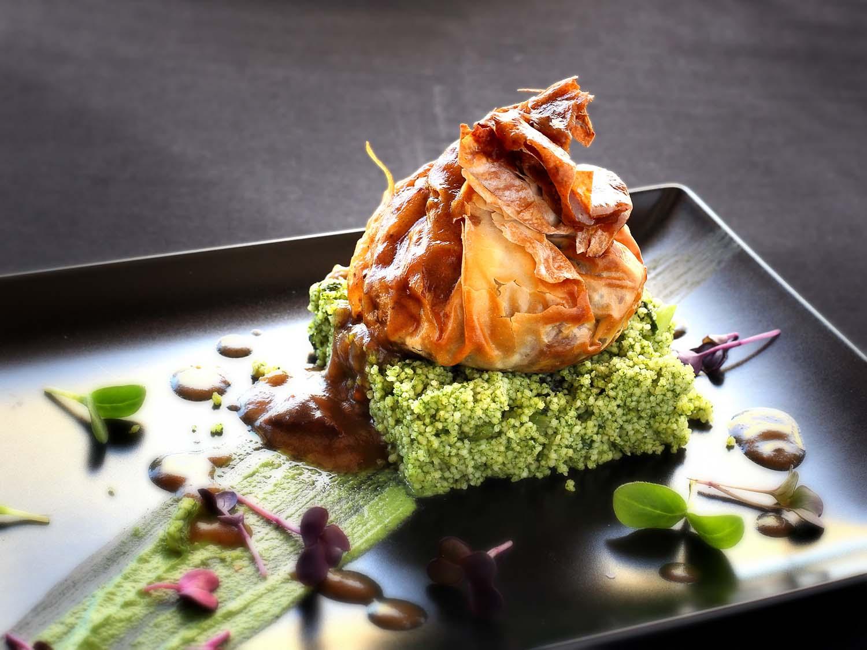 Saquitos de Ternasco de Aragón con cuscús de borrajas. Restaurante Casa y Tinelo