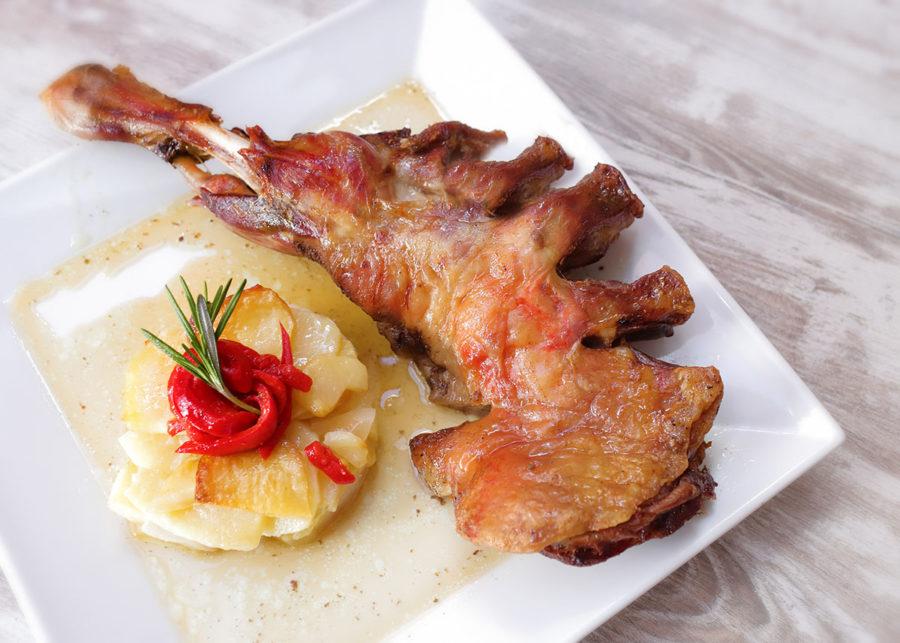 Asado de paletilla de Ternasco de Aragón | Restaurante Torre del Salvador