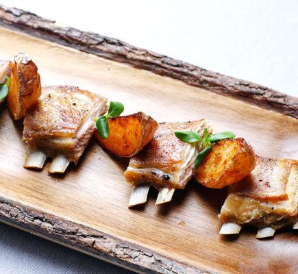 Churrascos con gajos de patata - Restaurante Saborea