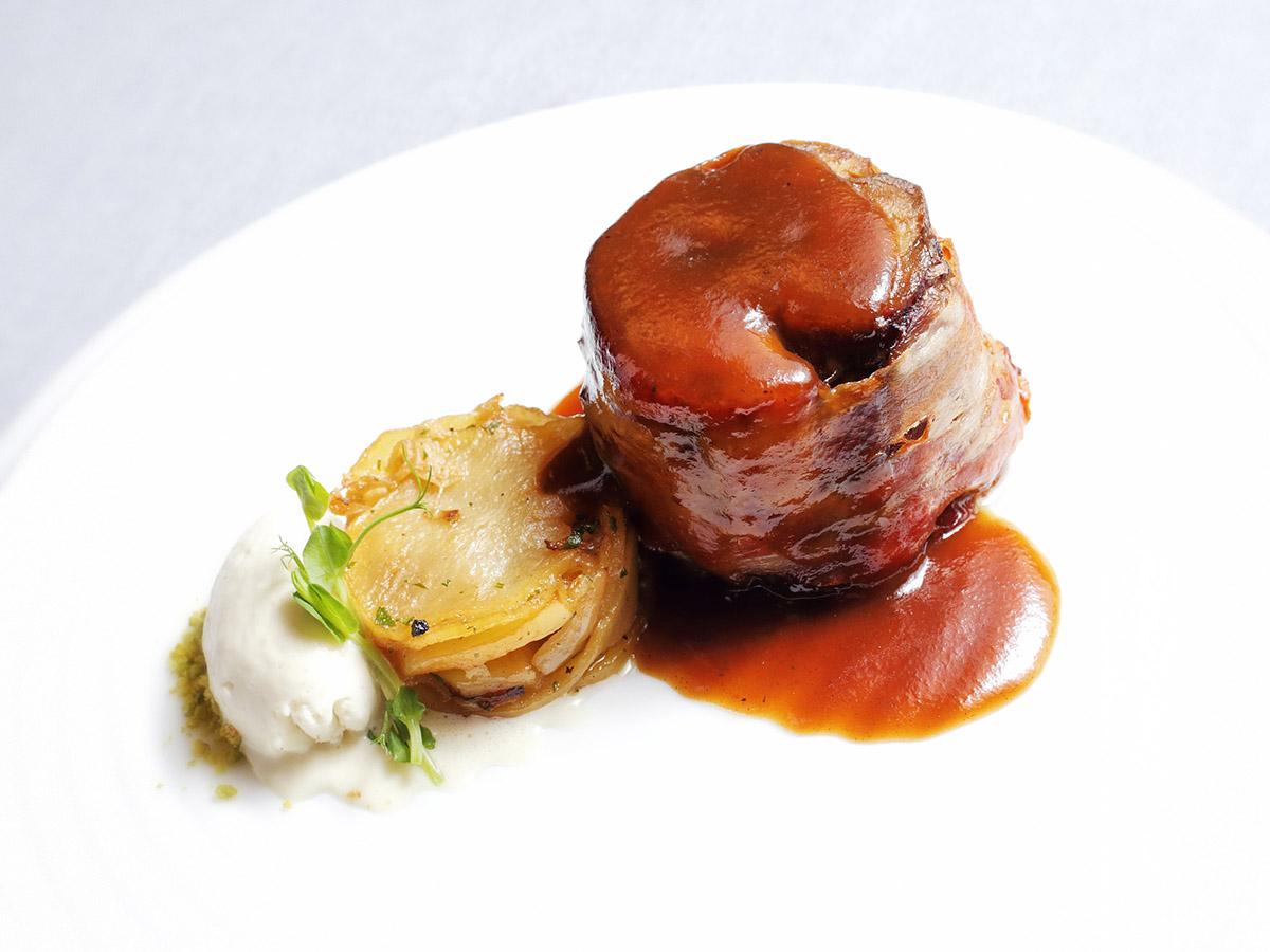 Cilindro de Ternasco de Aragón con helado de foie - Restaurante Saborea