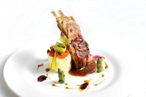Costillas de Ternasco de Aragón rustidas del Restaurante El Milagro