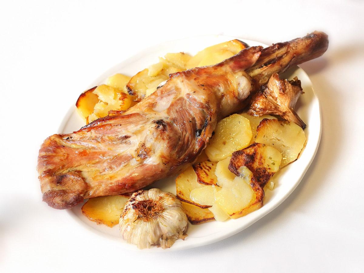 Ternasco de Aragón asado a la vieja usanza | Restaurante La Cocotte