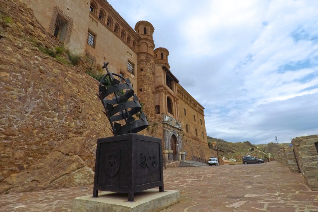 Aragón, en el origen de la garnacha - castillo palacio del Papa Luna en Illueca