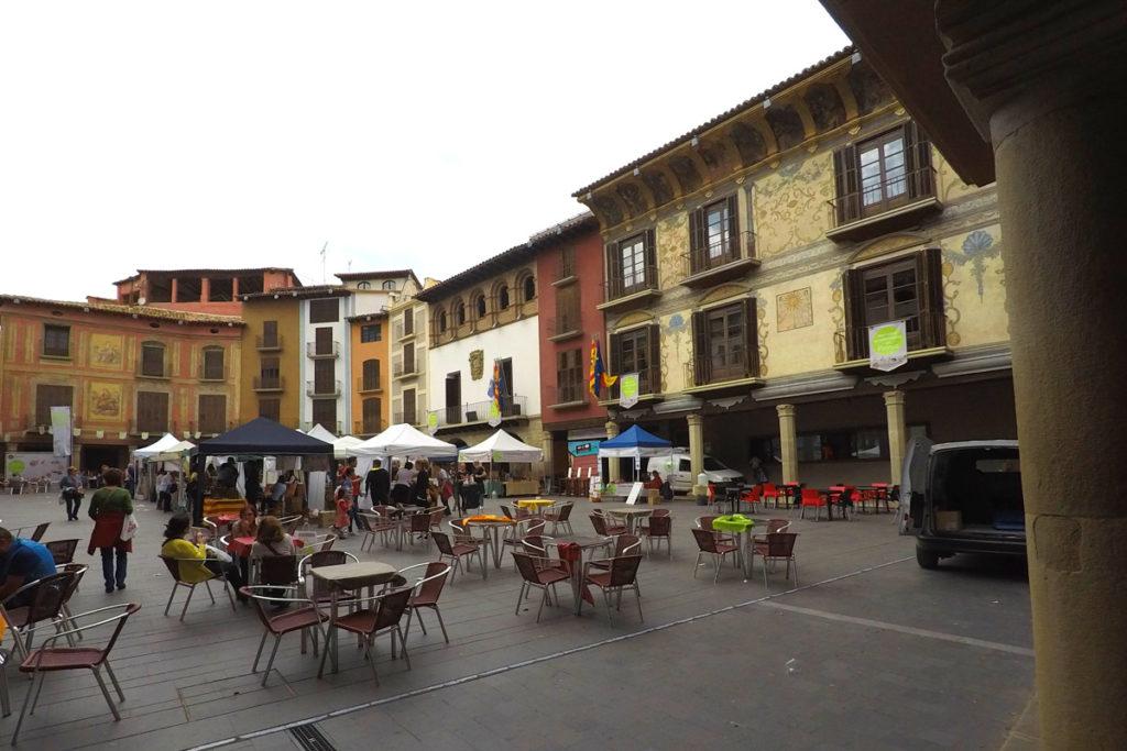 Hacia el Somontano, tierra de vinos - Plaza de Graus