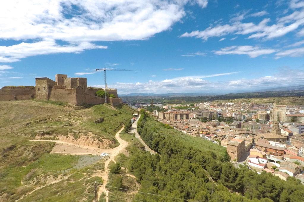 Hacia el Somontano, tierra de vinos - Castillo de Monzón