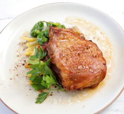 Paletilla de Ternasco de Aragón al horno con patatas | Brasería Mesón del Vero