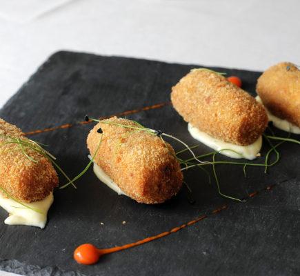 Croquetas del Ternasco de Aragón al azafrán | Restaurante D´La Tierra
