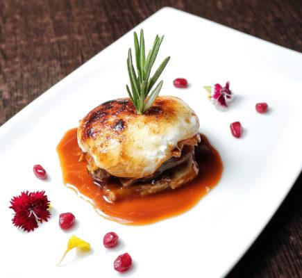 Ternasco de Aragón con patatas a lo pobre y gratén de alioli | Flash Alagón Gastro bar