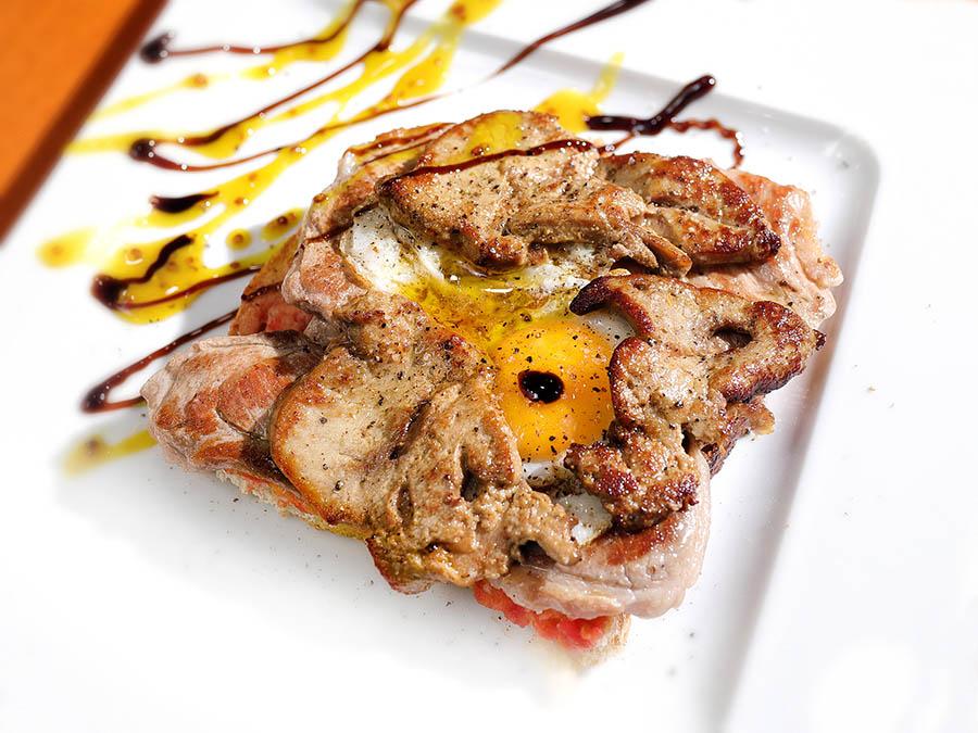 Montadito de Ternasco de Aragón, huevo de codorniz y foie | Bar Cervino