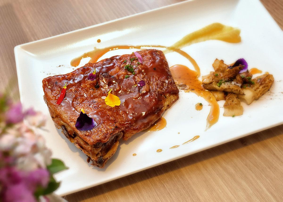 Costillar de Ternasco de Aragón a baja temperatura | La Capilleta Restaurante & Bistró
