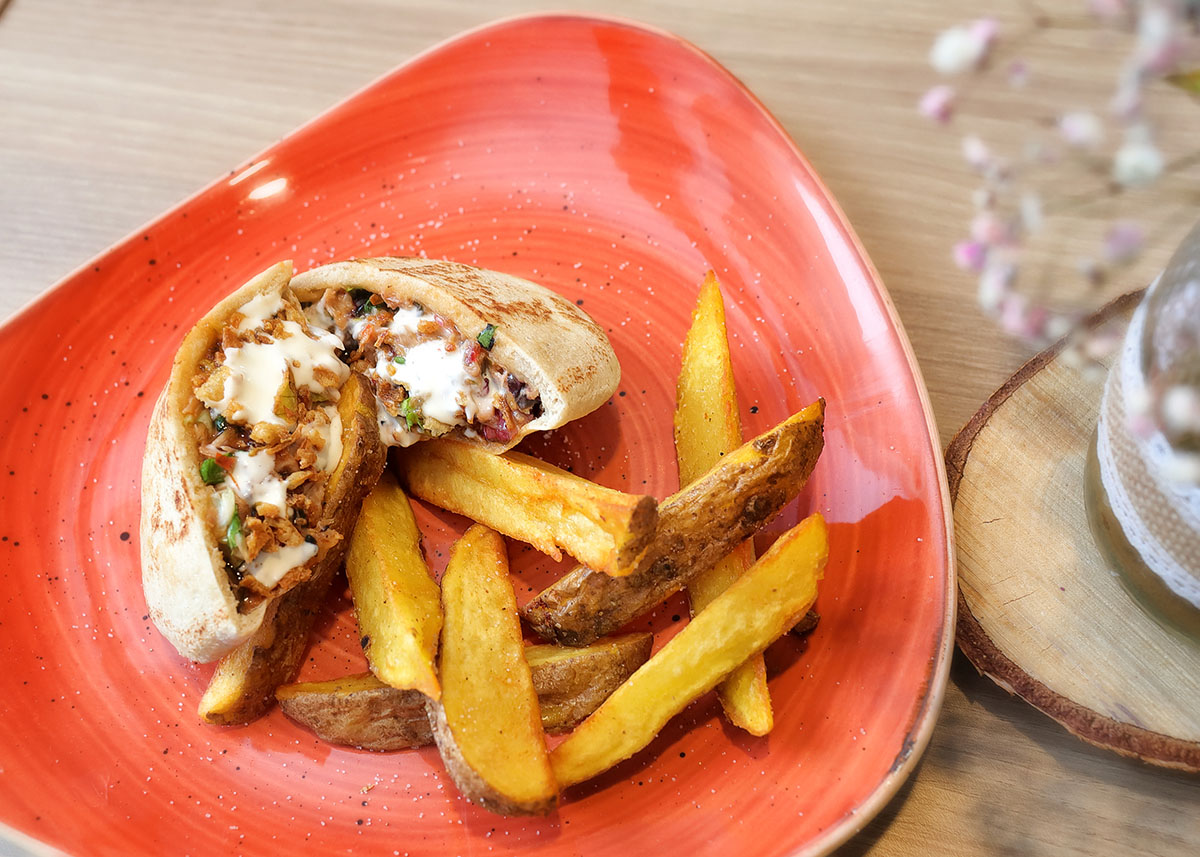 Kebab de Ternasco de Aragón   La Capilleta Restaurante & Bistró
