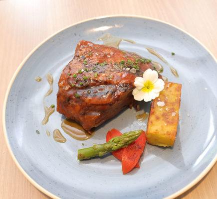 Paletilla de Ternasco de Aragón a la brasa   La Capilleta Restaurante & Bistró