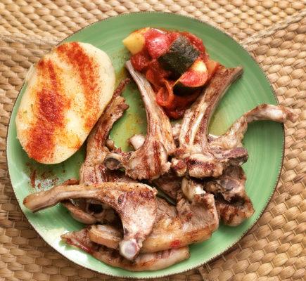 Chuletas y costillas de Ternasco | Restaurante Aguas Vivas