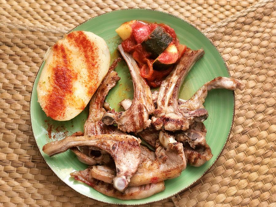 Chuletas y costillas de Ternasco   Restaurante Aguas Vivas