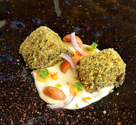 Paletilla de Ternasco de Aragón en costra de pistacho   Restaurante Método de Teruel