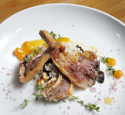 Costillas de Ternasco de Aragón con guarnición de temporada | Restaurante Pinocho